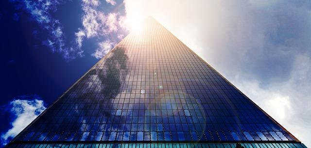 vysoká presklená budova