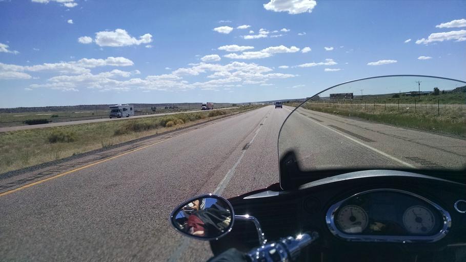 Cesta, jazda na motorke, pohľad z jazdcovej perpektívy